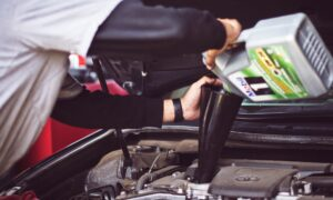 How to Pick the Right Engine Oil For Your Car